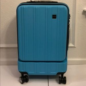 "Calpak 20"" carry on spinner luggage New"